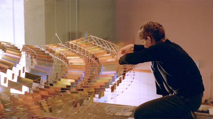 Zwevend object in aanbouw, El Corte Nijmegen, Vera Galis